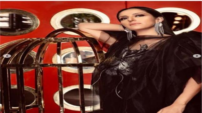 الفنانة حنان مطاوع في أحدث جلسة تصوير جديدة لها وتتألق كالقمر