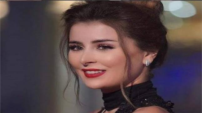 الفنانة عائشة بن أحمد بدور الزوجة الثانية في مسلسل تقاطع طرق