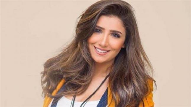 مي عمر توضح سبب مجيء عادل إمام لها في أيام التصوير