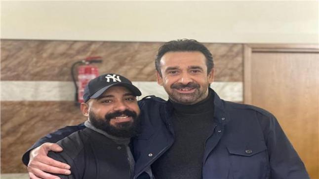 المؤلف هاني سرحان مع الفنان كريم عبد العزيز في كواليس مسلسل الاختيار 2