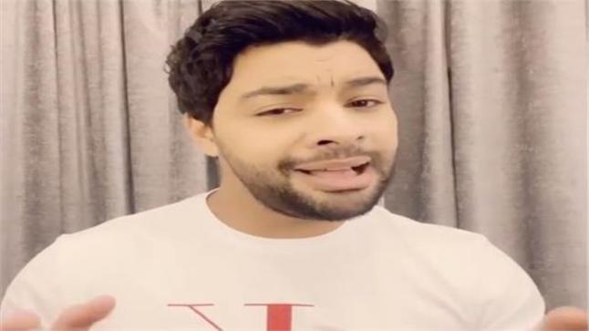 الفنان أحمد جمال يقدم أغنية تحيا مصر بلغة الإشارة