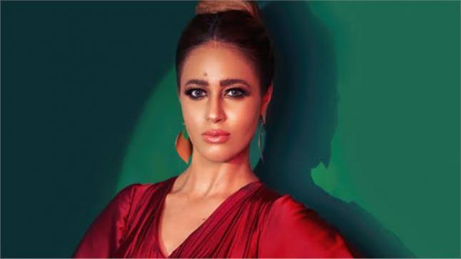 الفنانة رنا سماحة توضح سبب تفاؤلها بأغنية 7 رجالة