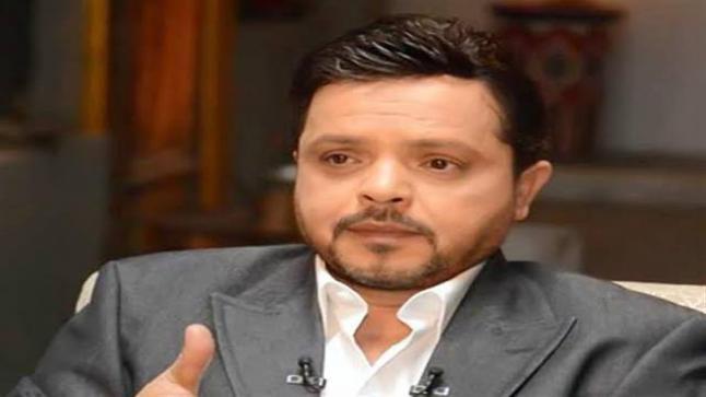 محمد هنيدي يُهنيء تامر حسني على فيلم الفلوس